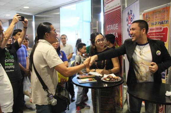Sir Edwin Arceo of CBN Asia was also one of the firsts to line up at the book signing event. He's written a review about MA-I. Check it out. (C) CSM Publishing